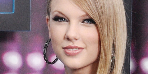 Ups, Celana Dalam Jadul Taylor Swift Kelihatan! | international music